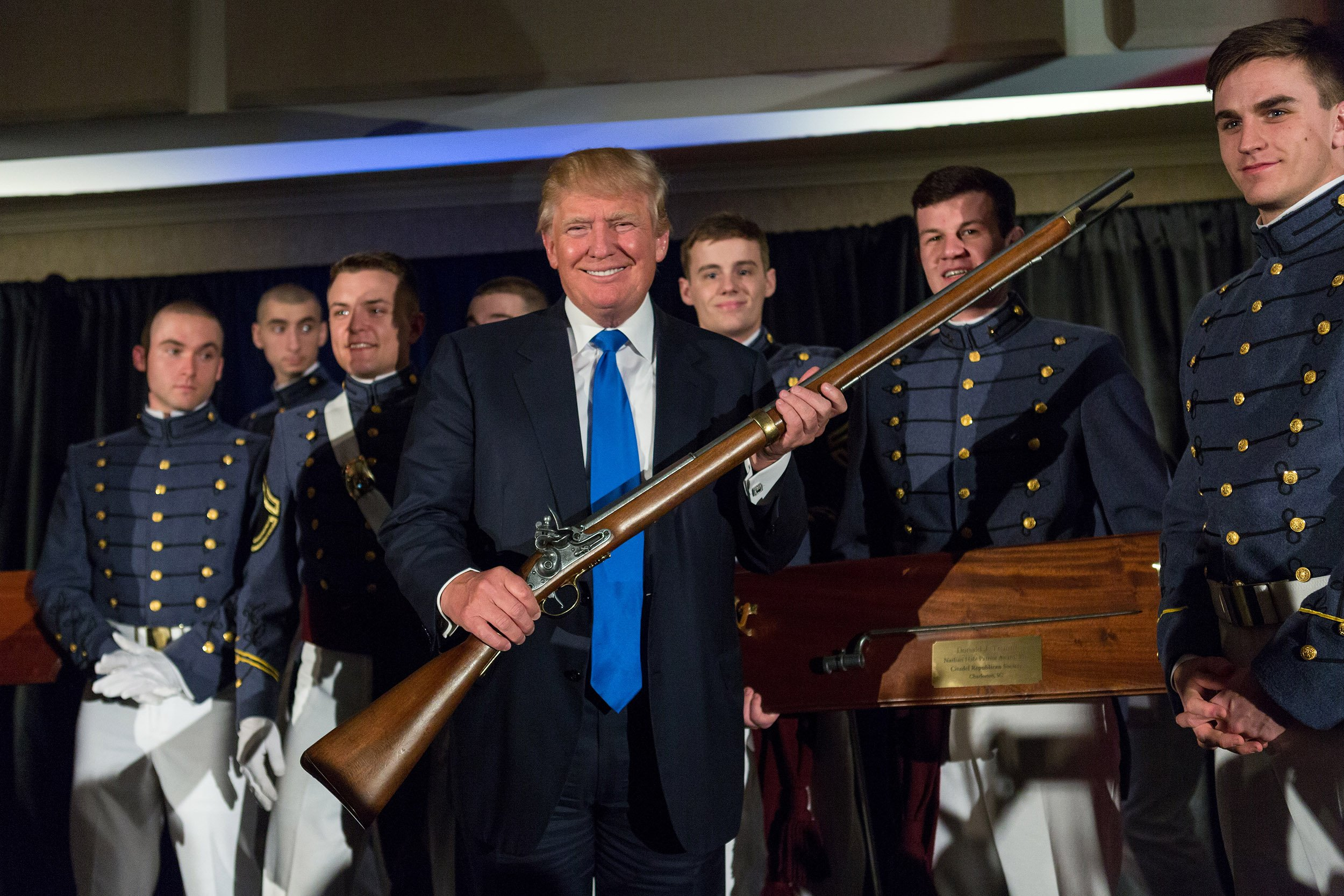 trump gun ile ilgili görsel sonucu