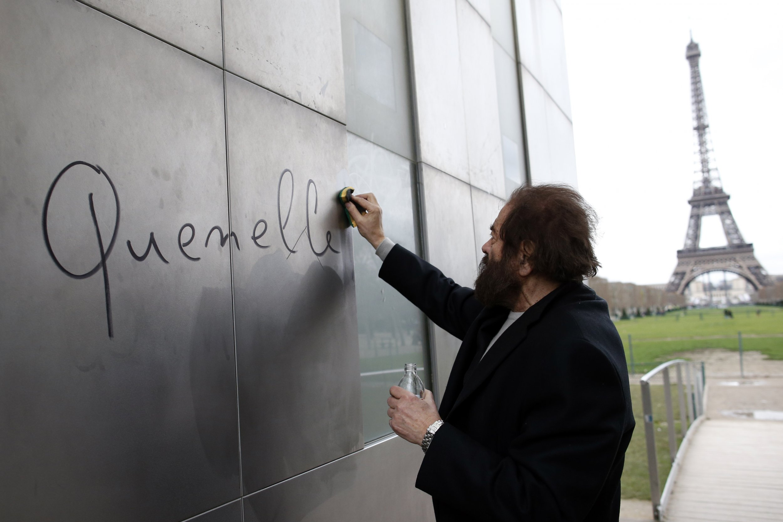 Man scrubs off Quenelle by the Eiffel Tower