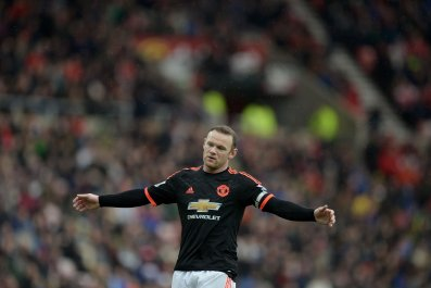 Wayne Rooney is attempting to recover from knee ligament damage.
