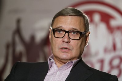 Kasyanov speaks in front of party banner