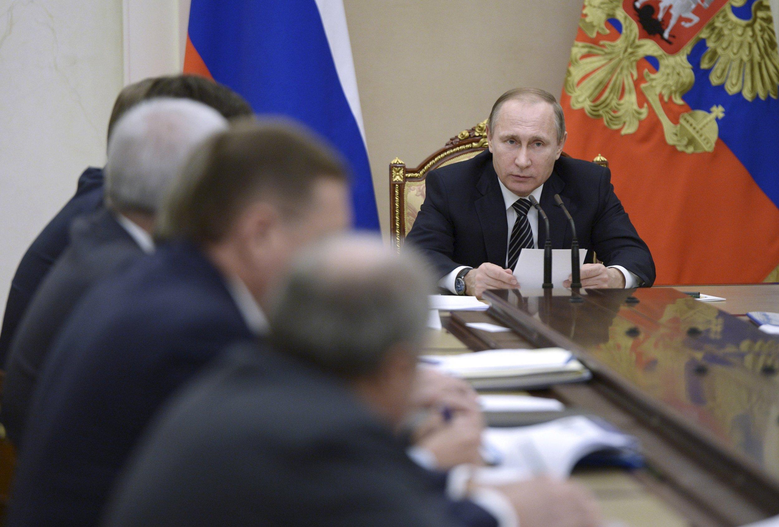 Putin speaks to oil company bosses