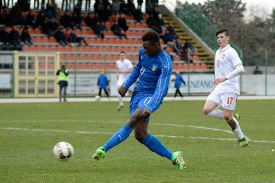 Moise Kean Bioty playing for Italy Under-17s.