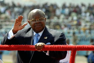 Benjamin Mkapa waves farewell to the Tanzanian people.
