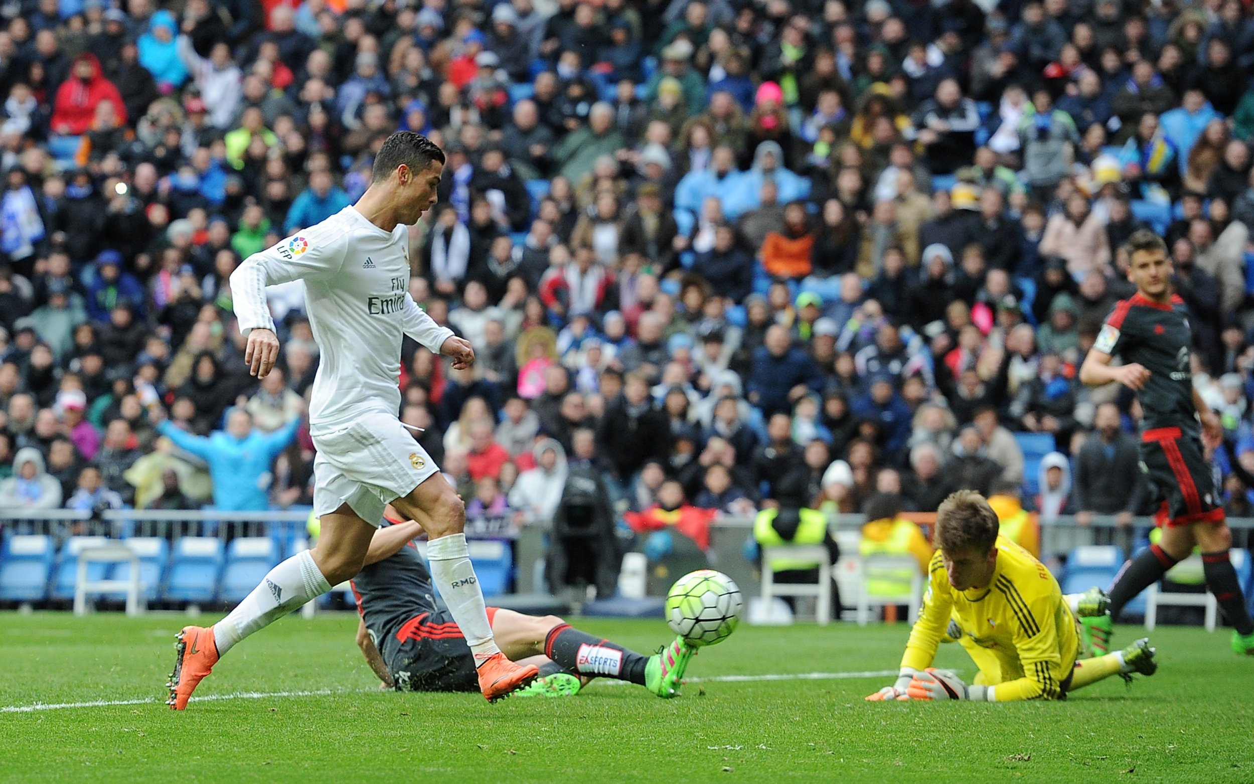 Cristiano Ronaldo Dreams of Scoring 'PlayStation Goal' by ...
