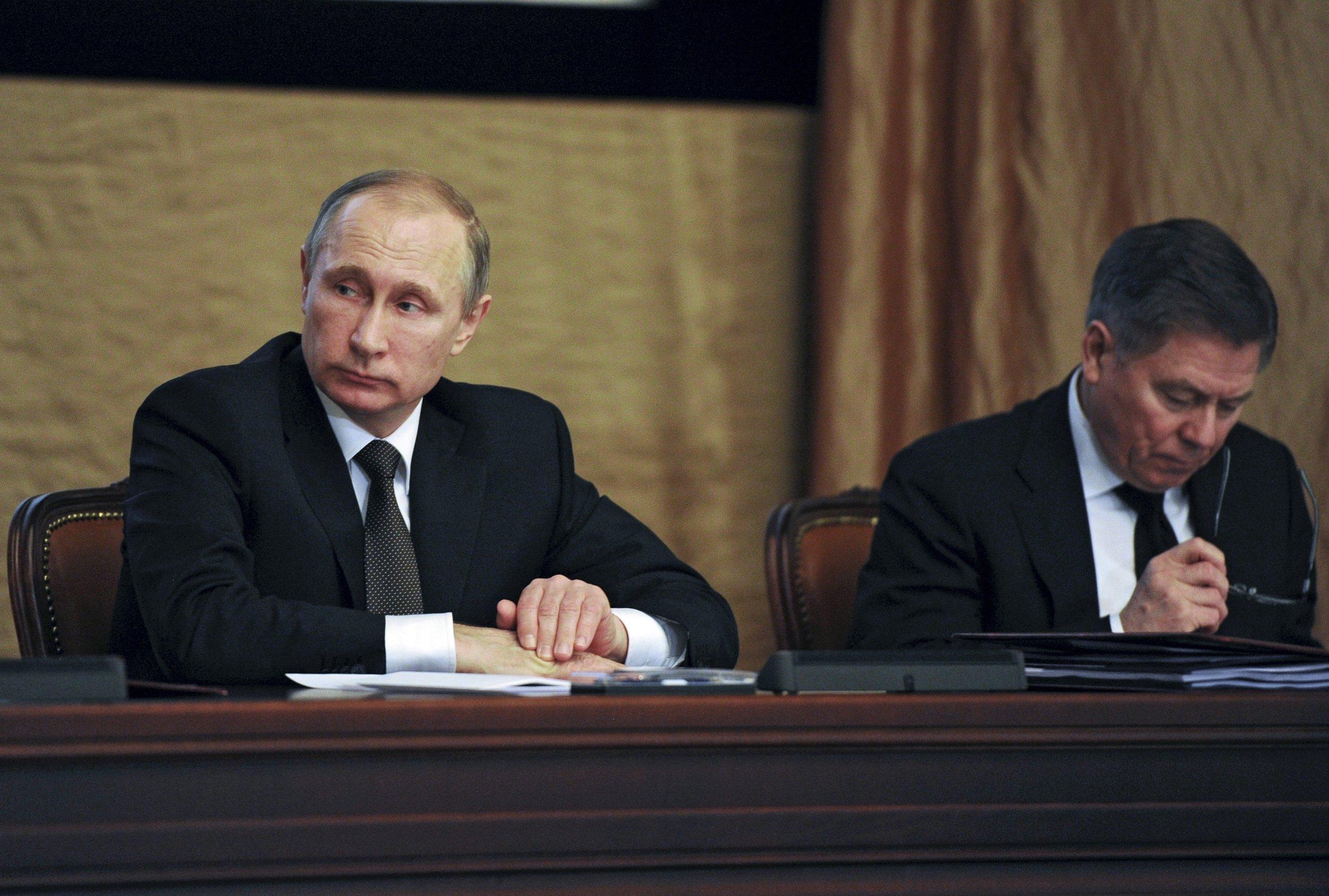 Putin sits in at FSB meeting