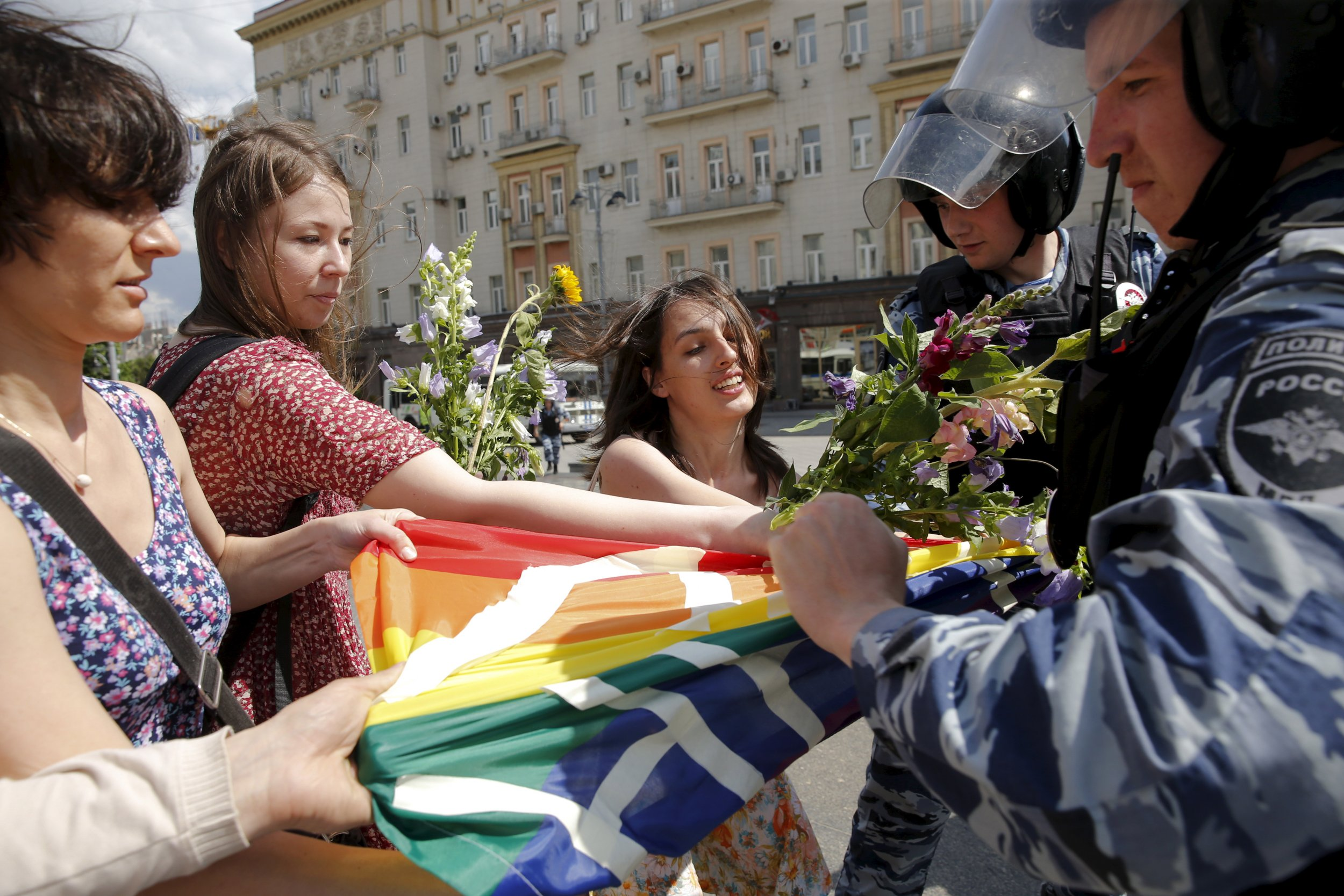 LGBT protesters hassled by Russian police