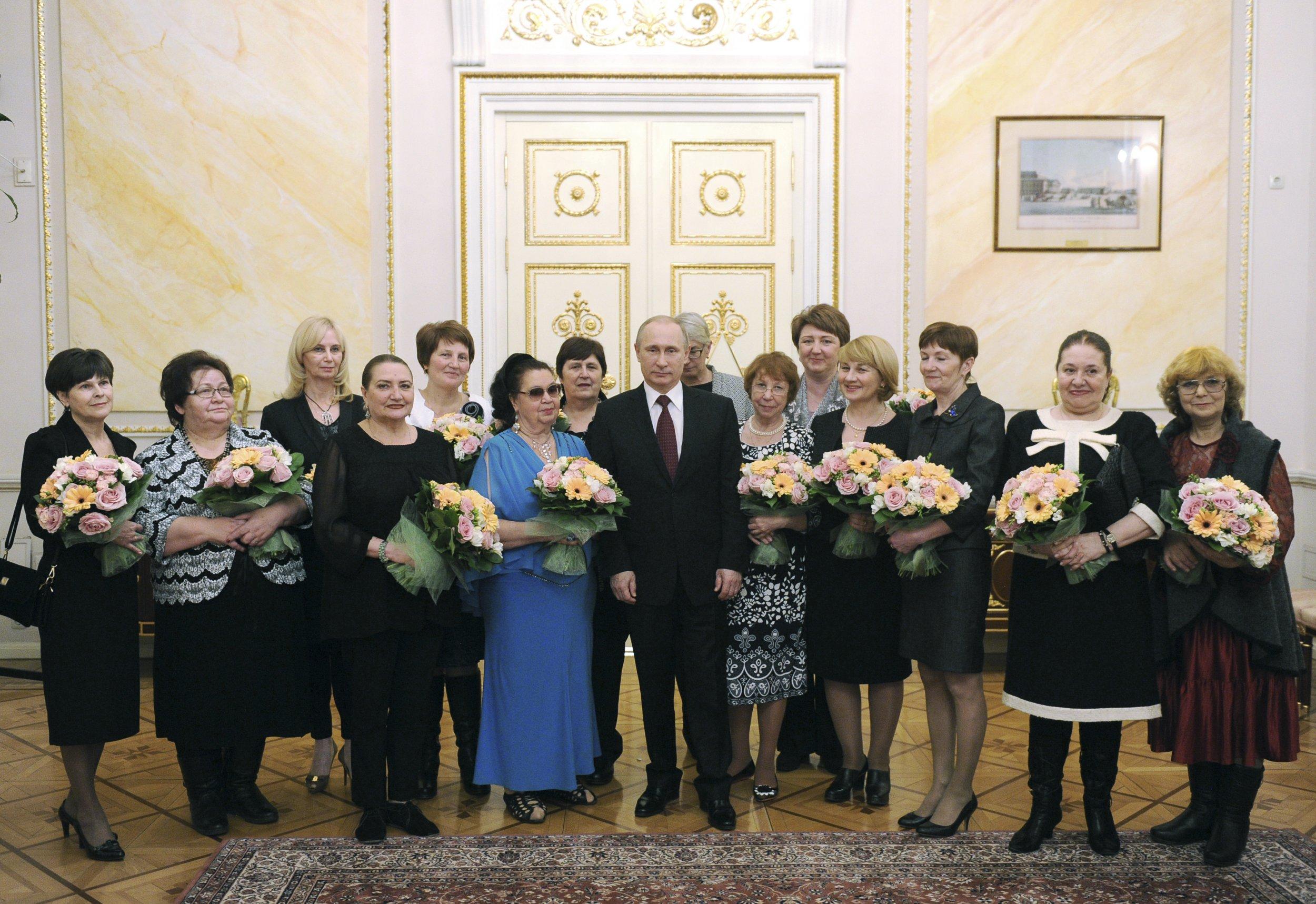 Putin stands alongside women on March 8