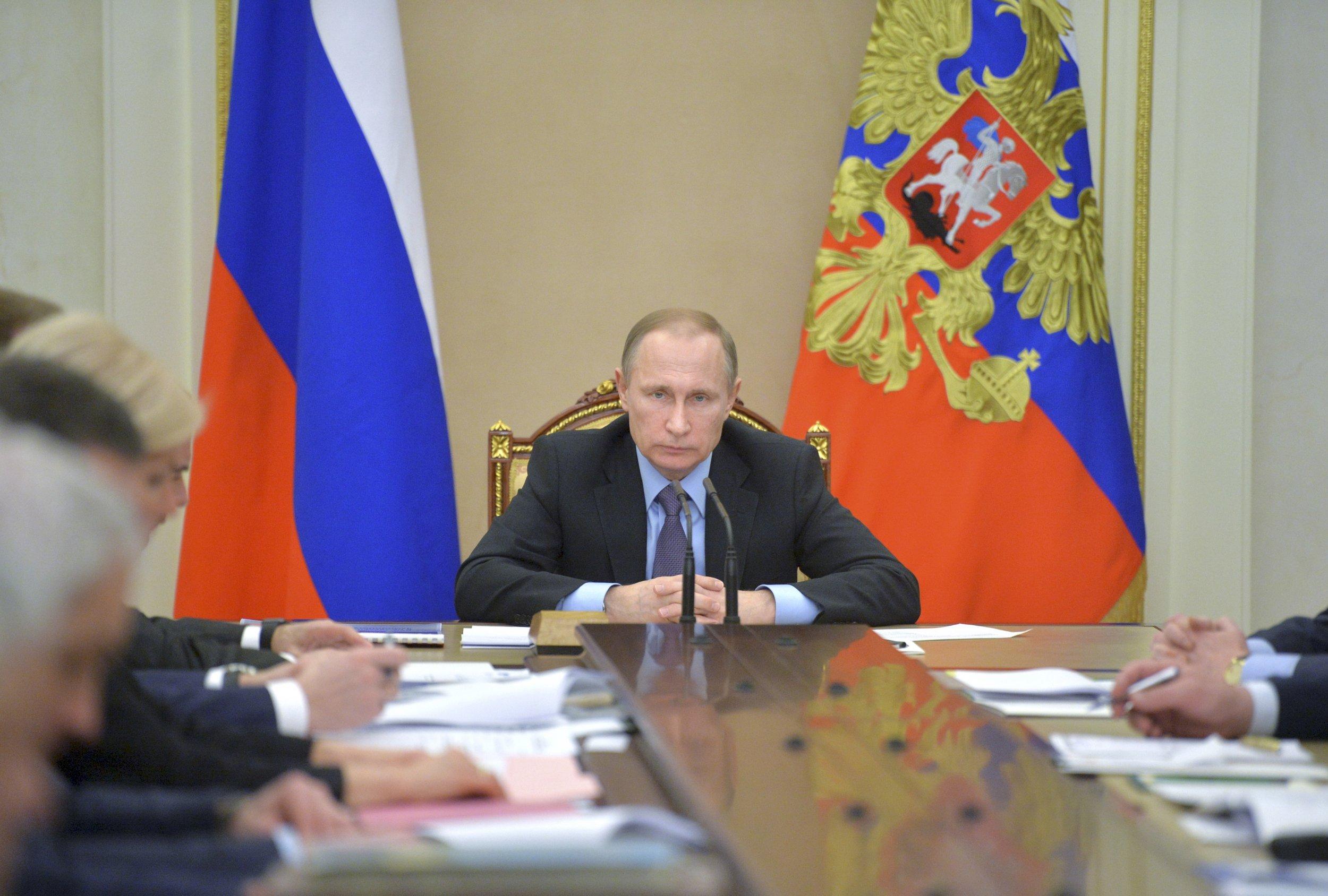 Putin chairs Kremlin meeting