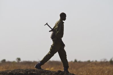 A South Sudanese soldier walks towards Malakal.