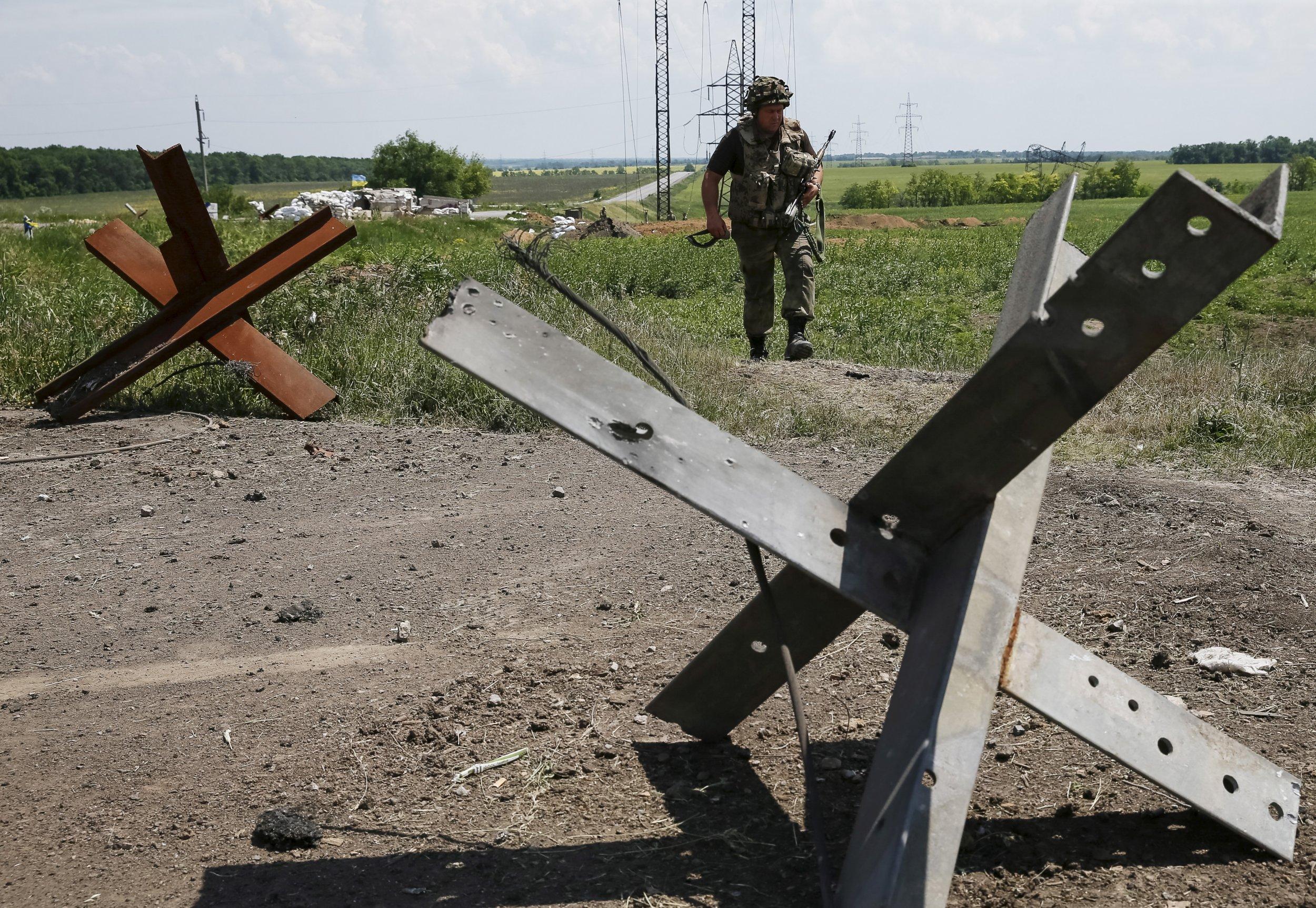Ukraine soldier on the border