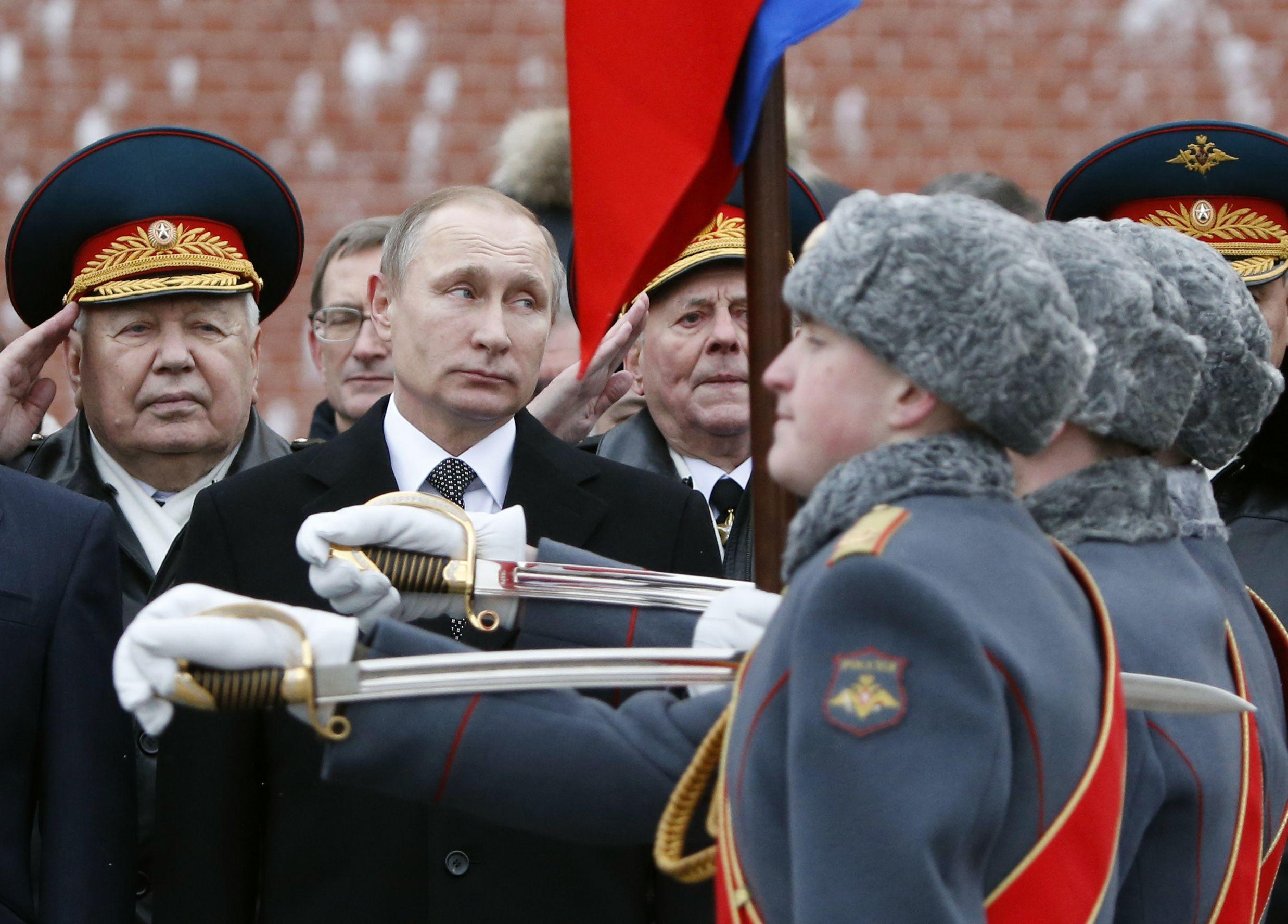 Putin honour guard