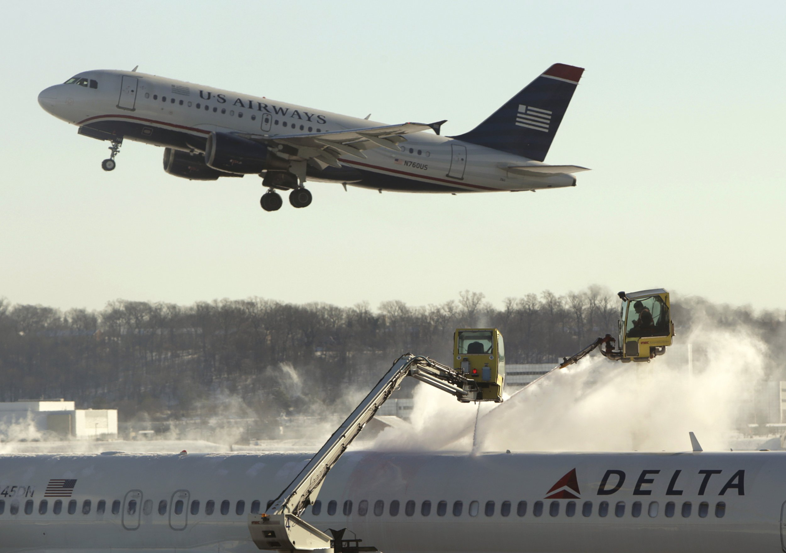 0316_Slippery_Sluglike_Airplanes_Could_End_De-icing_Sprays_01