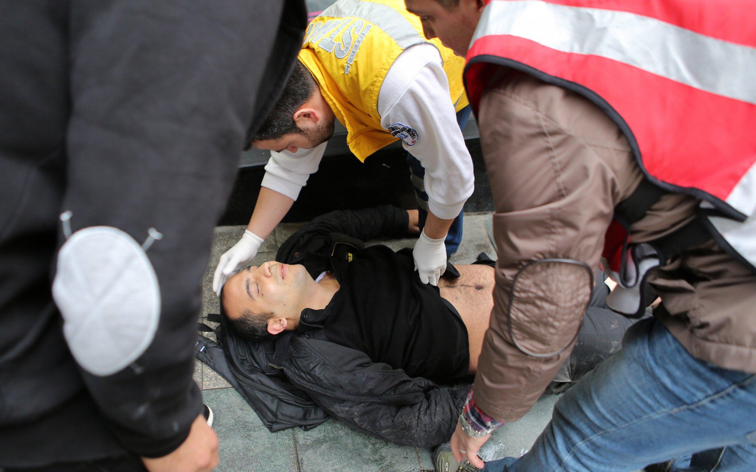 Instanbul blast kills four injures 20.