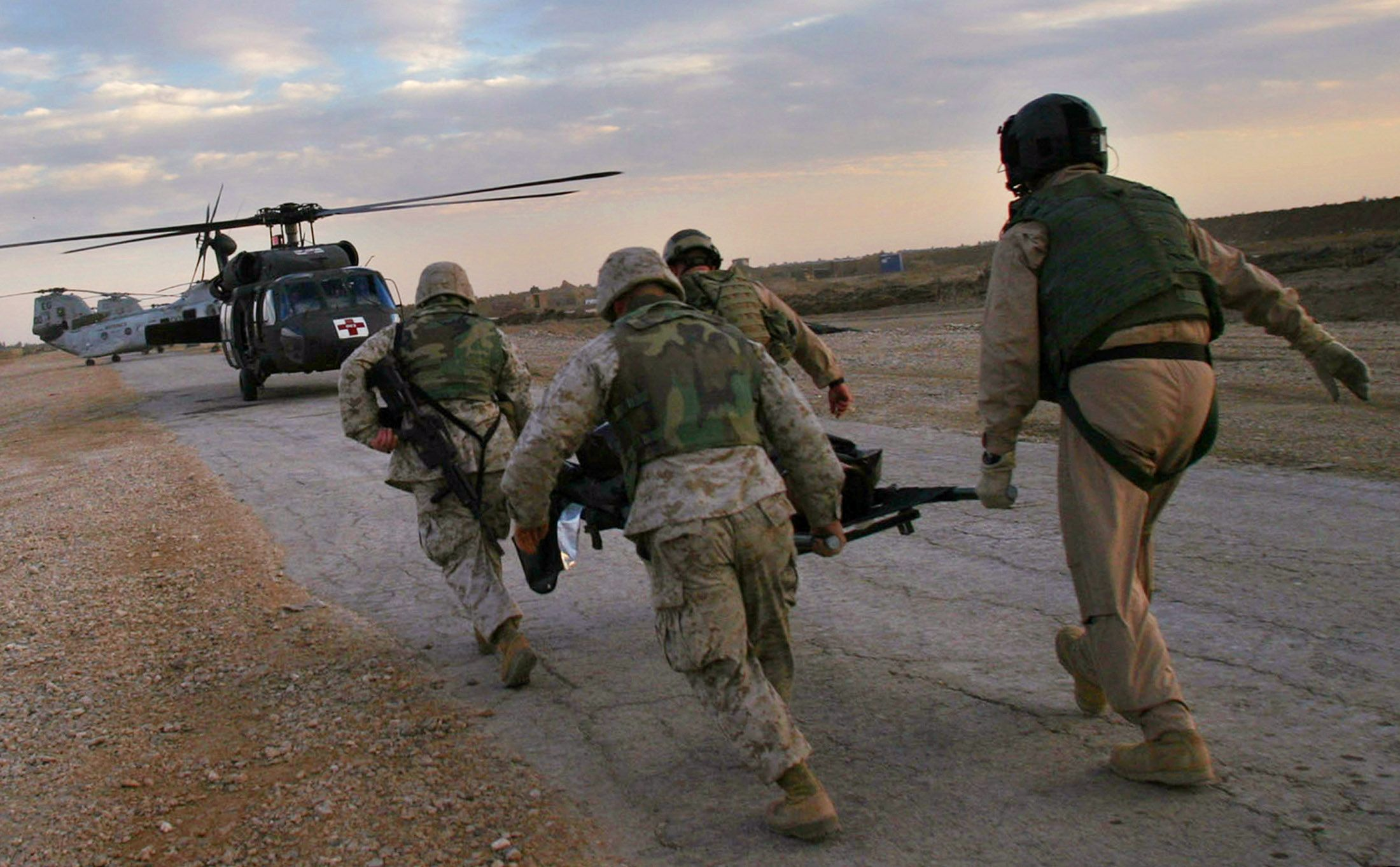 us deploys marines to iraq after isis rocket attack