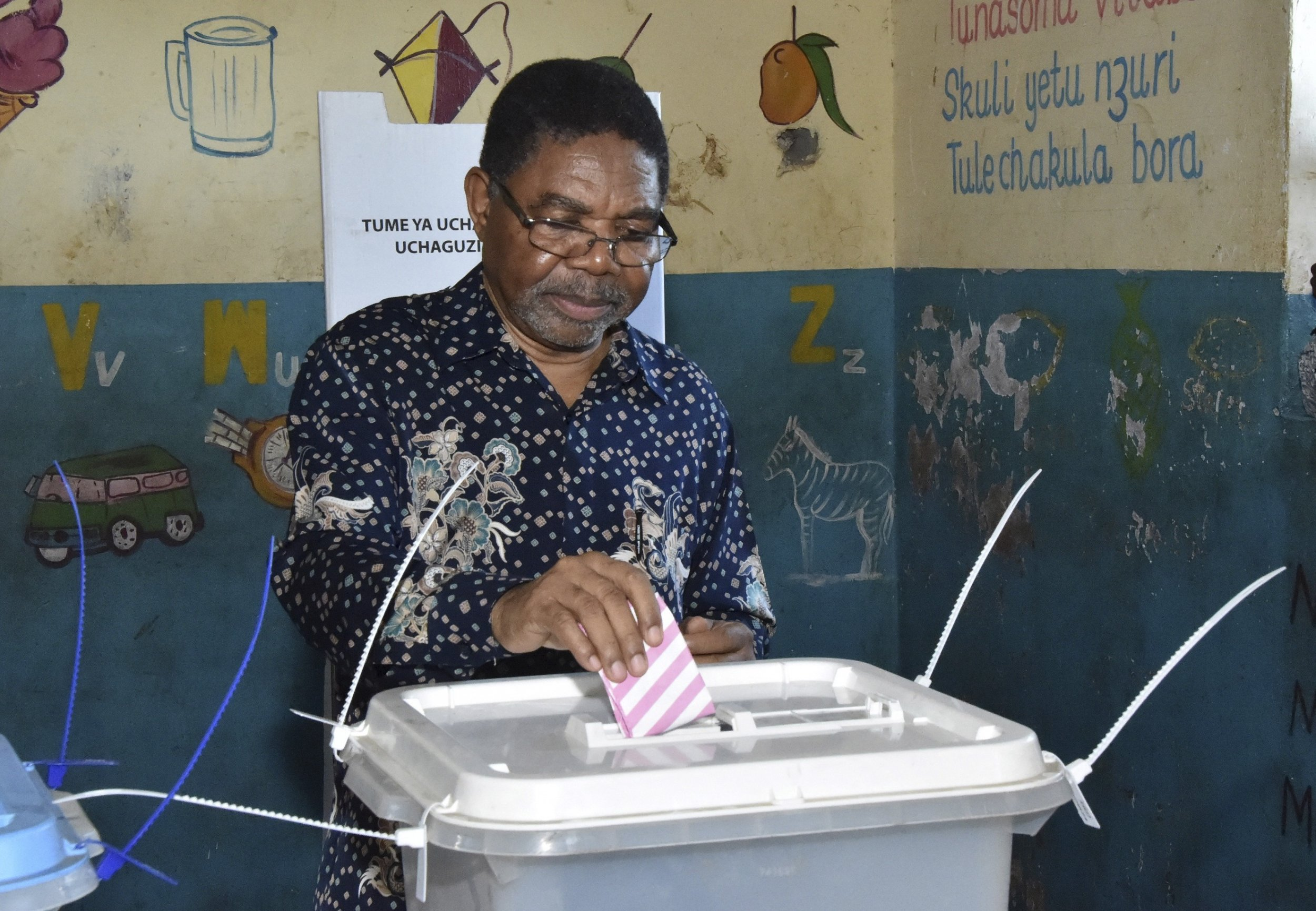 Zanzibar's President Ali Mohamed Shein votes in the election rerun.