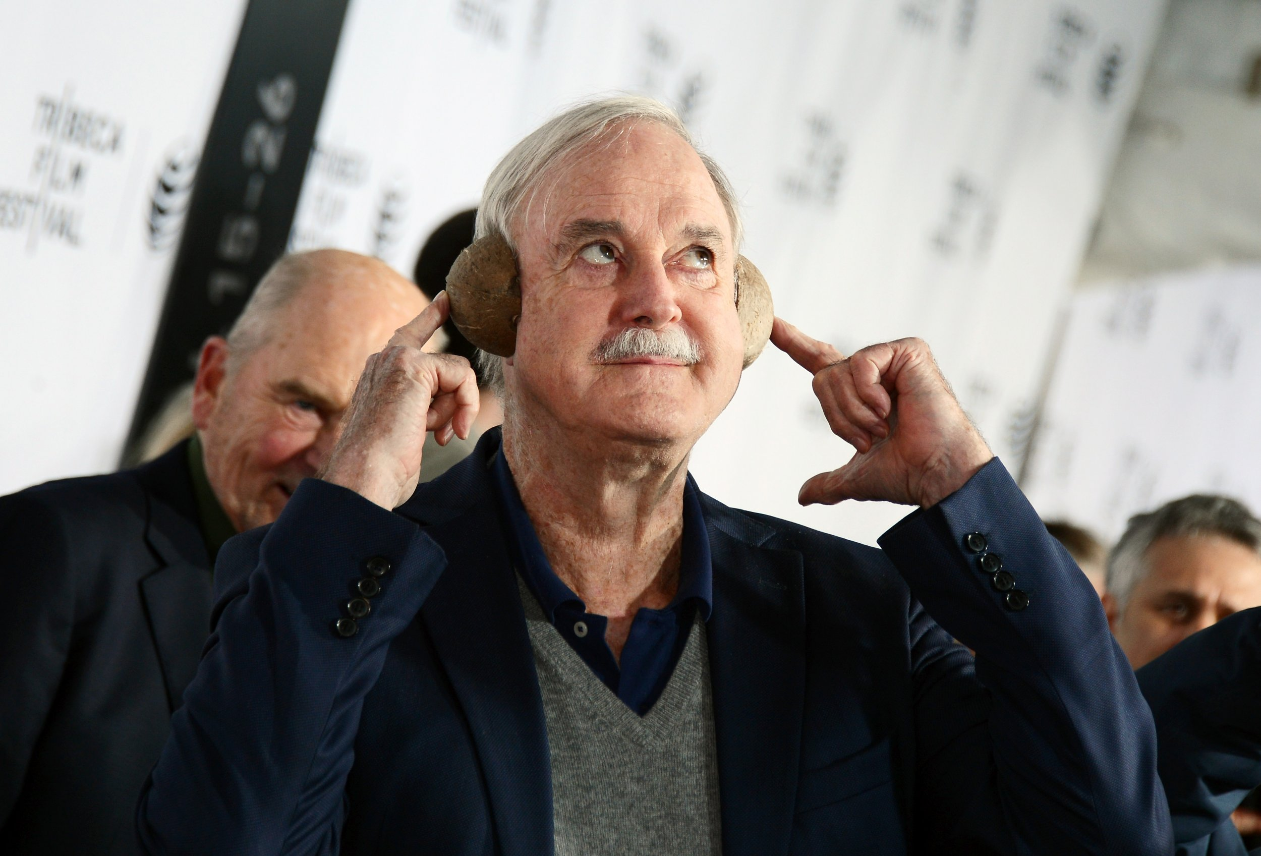 John Cleese has called for equality between men and women in tennis.