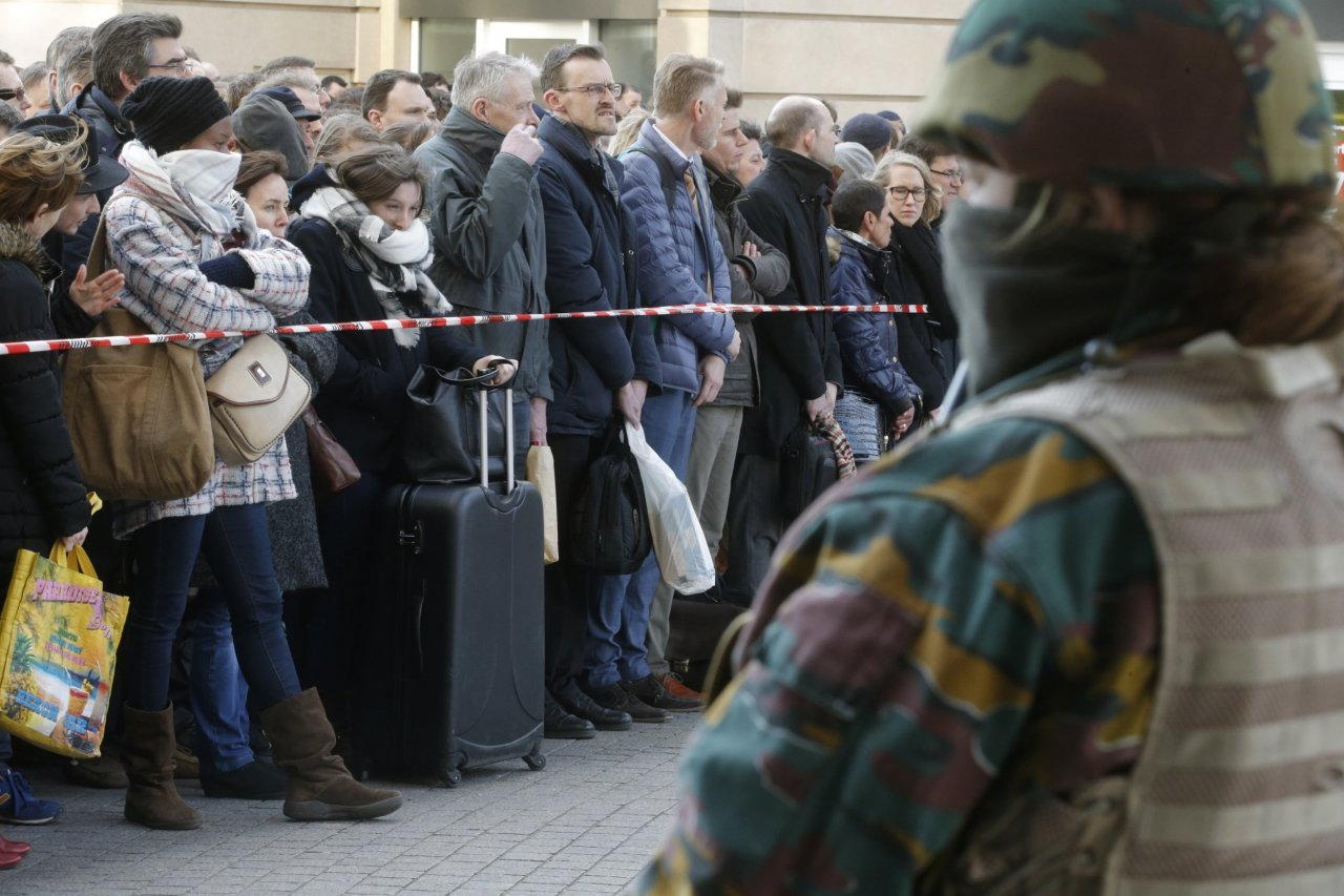 03_22_Brussels_Attack_Crowd_01