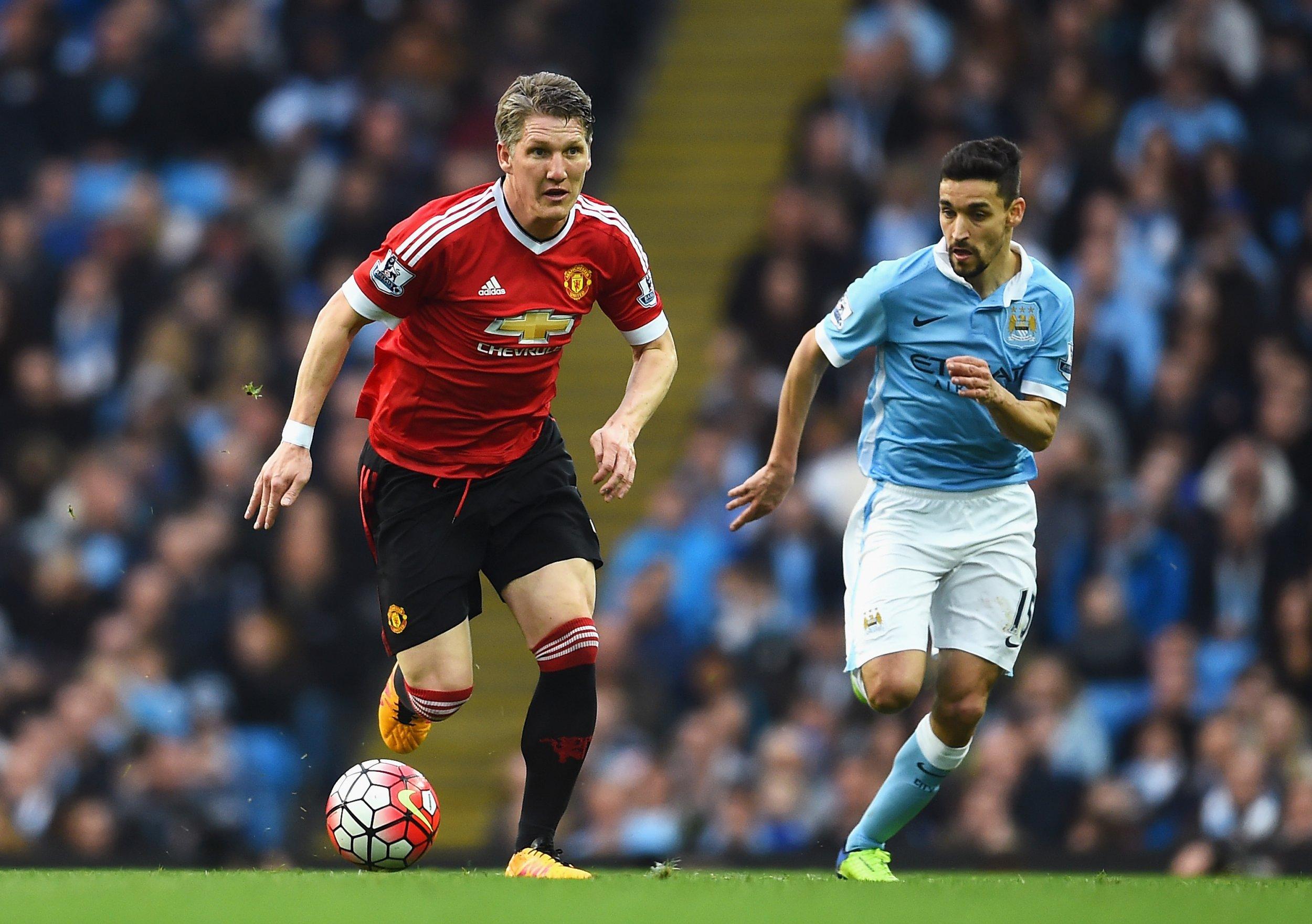 Manchester United midfielder Bastian Schweinsteiger suffered knee ligament damage in Germany training.