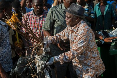 Tanzanian President John Magufuli cleans up outside the State House.