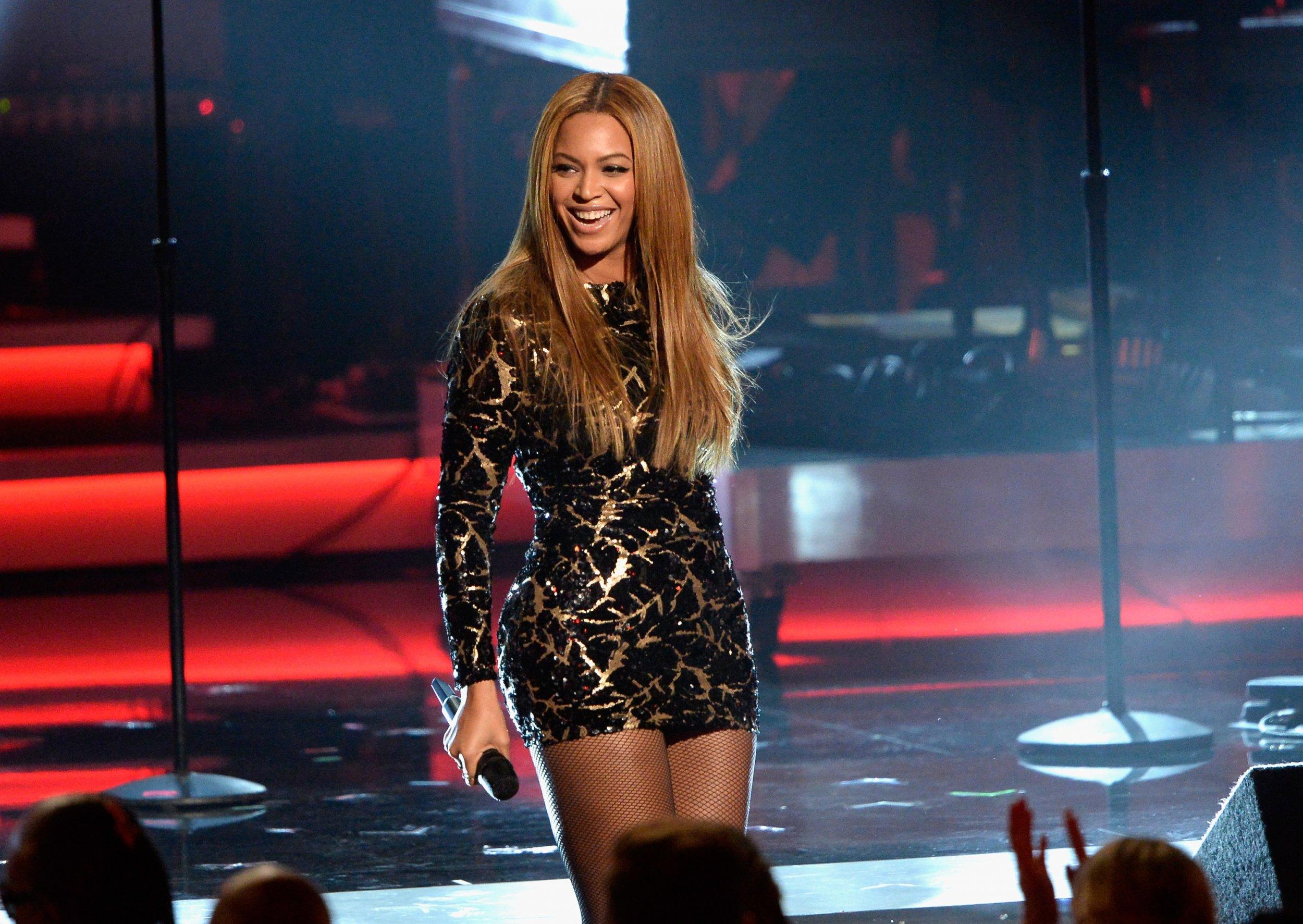 Beyonce performs at salute to Stevie Wonder