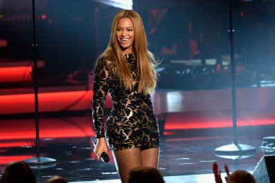 Beyonce performs at salute to Stevie Wonder