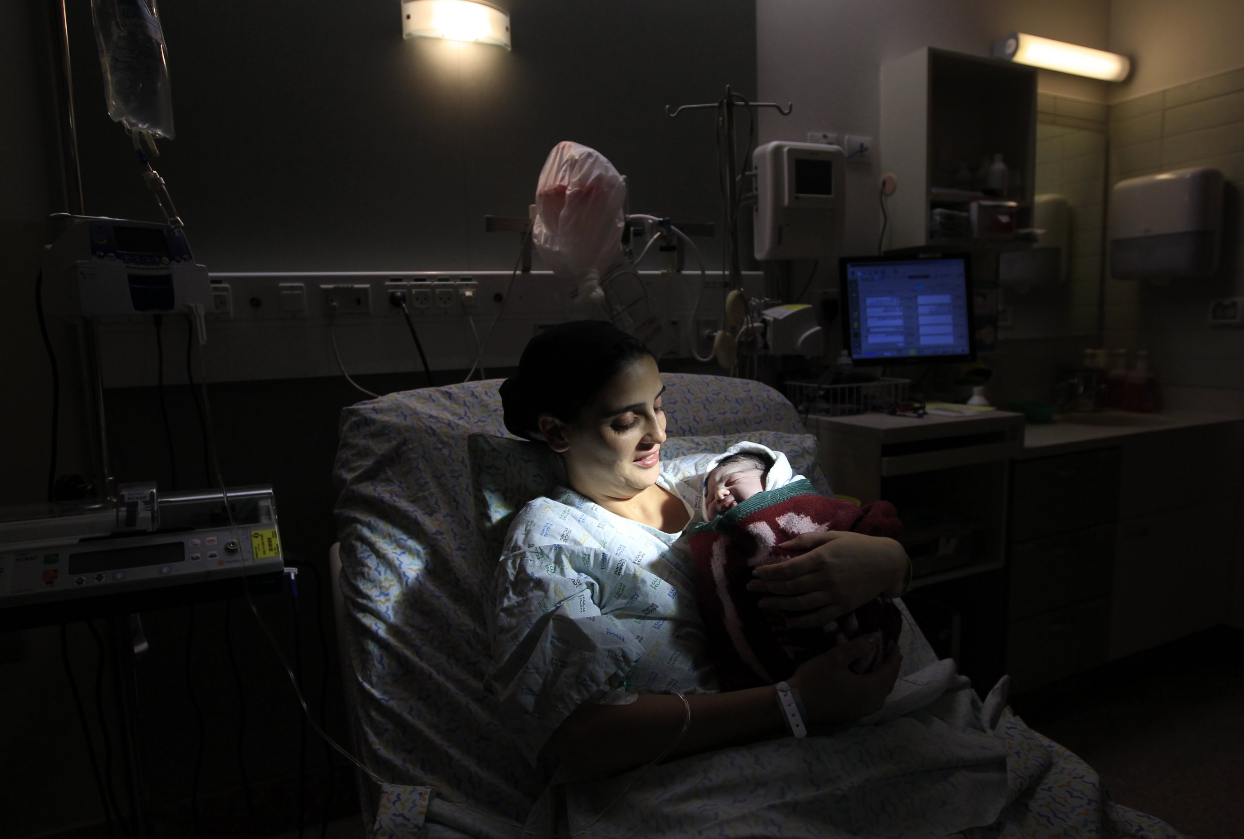 04_07_Apartheid_Maternity_01