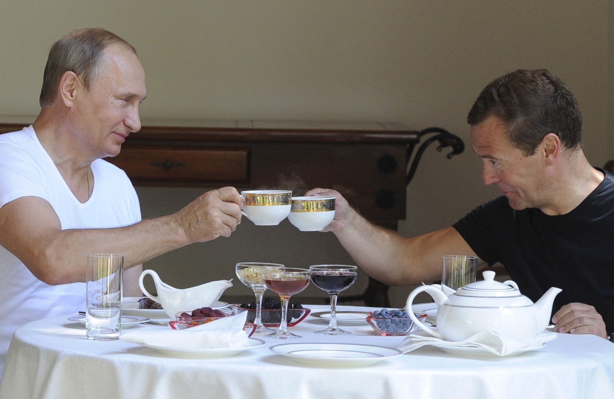Putin and Medvedev have coffee