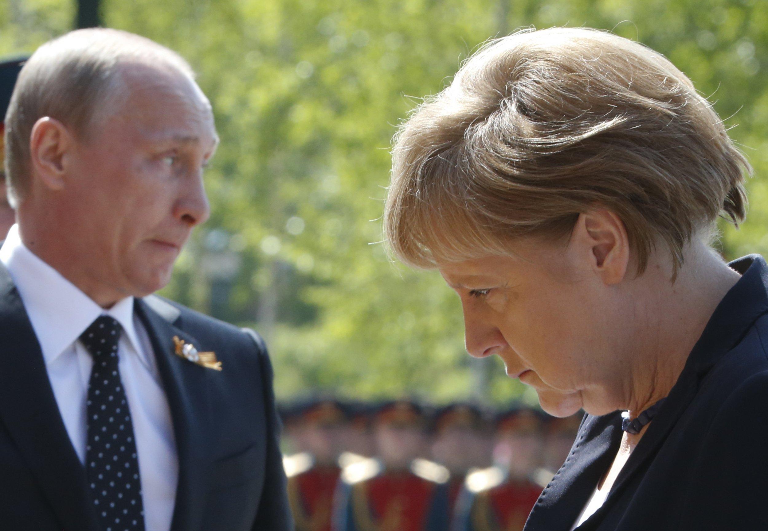 04_07_Putin_Merkel_01