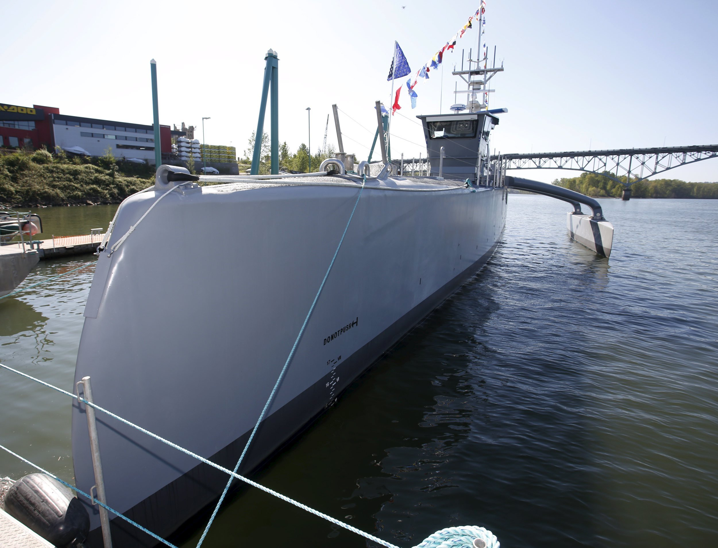 sea_hunter_darpa_warship_0408