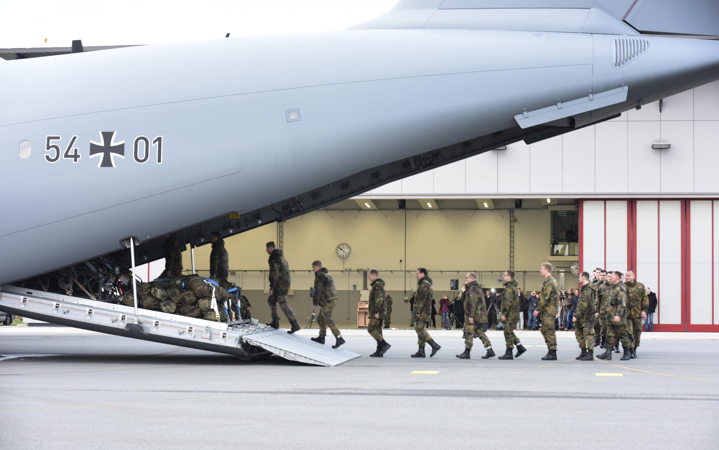 04_11_Trump_NATO_01