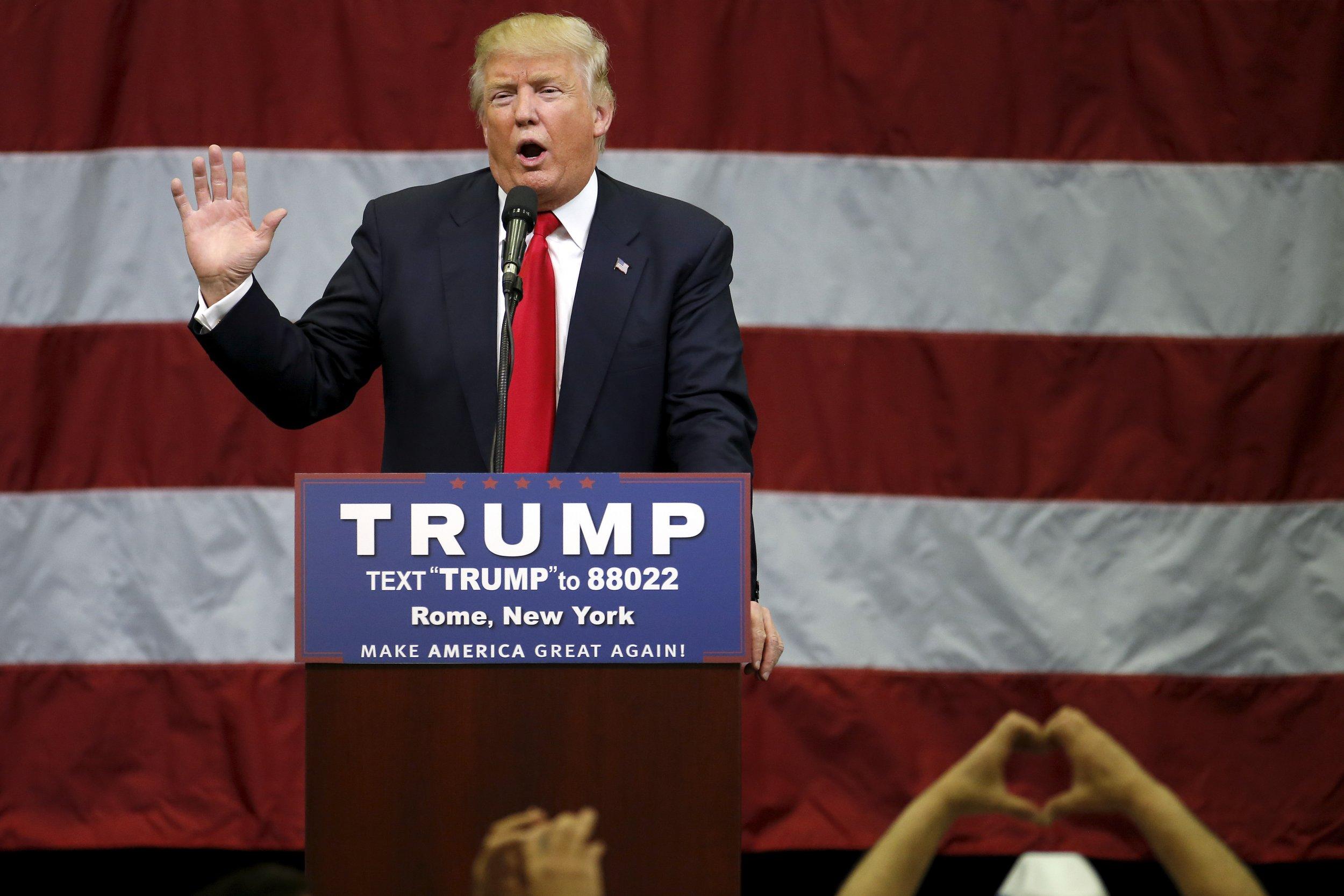 04_12_Donald_Trump_Melania_Family_Town_Hall