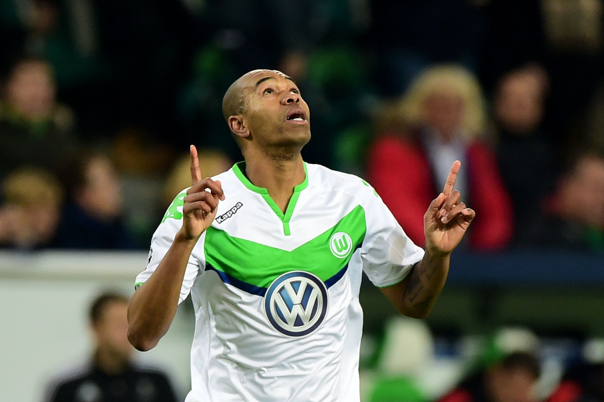 Naldo says it would be an 'honor' to move to Manchester United.