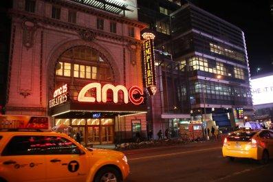 04_15_AMC_theatres_texting