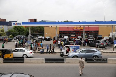Nigerians queue for fuel in Lagos.