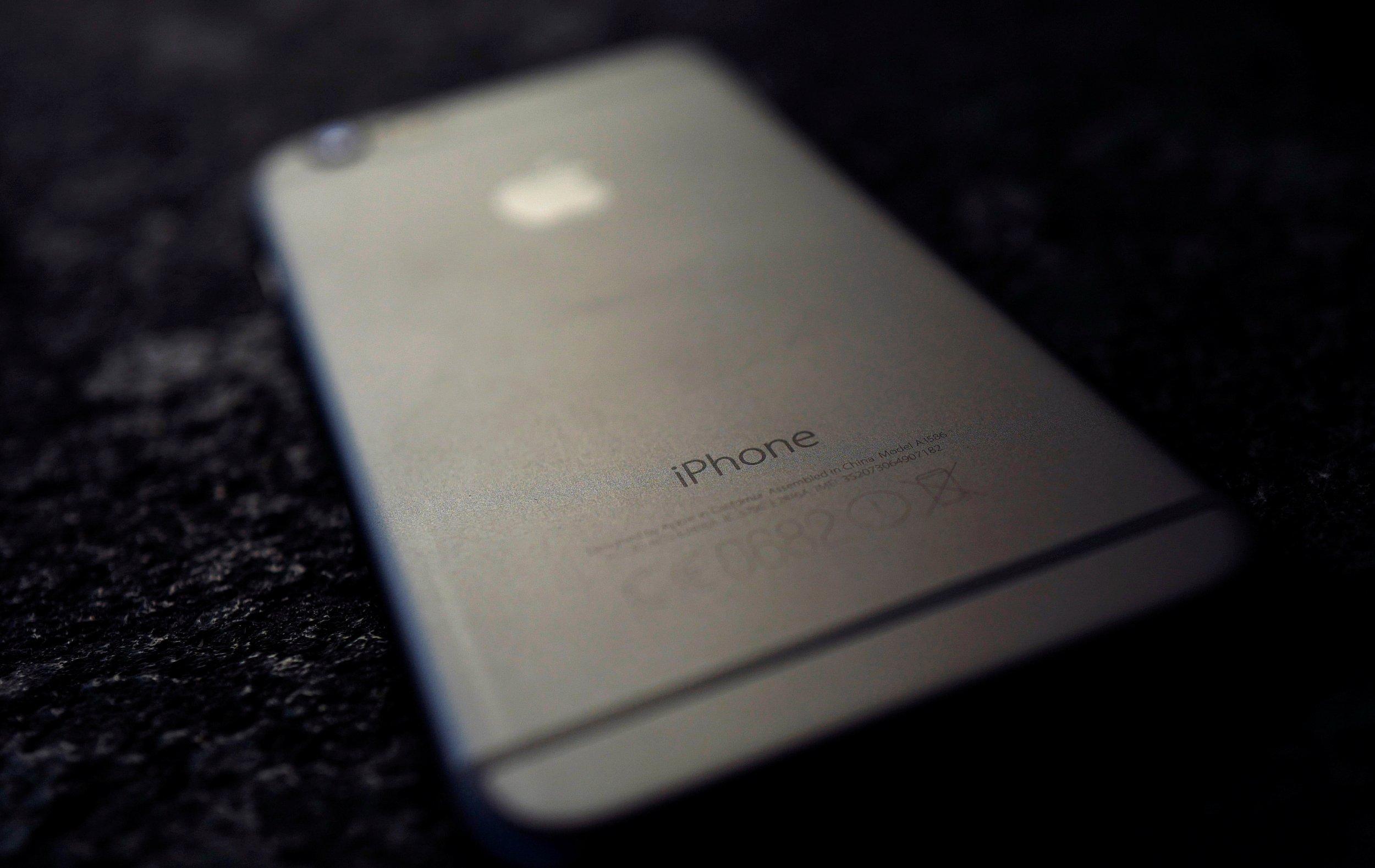 04_19_Apple_Iphone_01