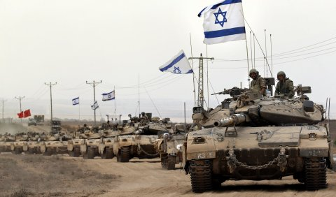 Israeli tanks return from the Gaza Strip.