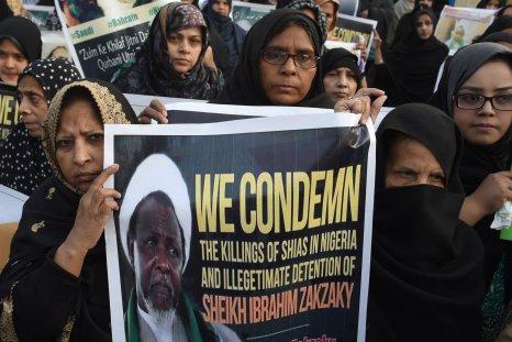Pakistani Shiite Muslims carry Sheikh Zakzaky placard.