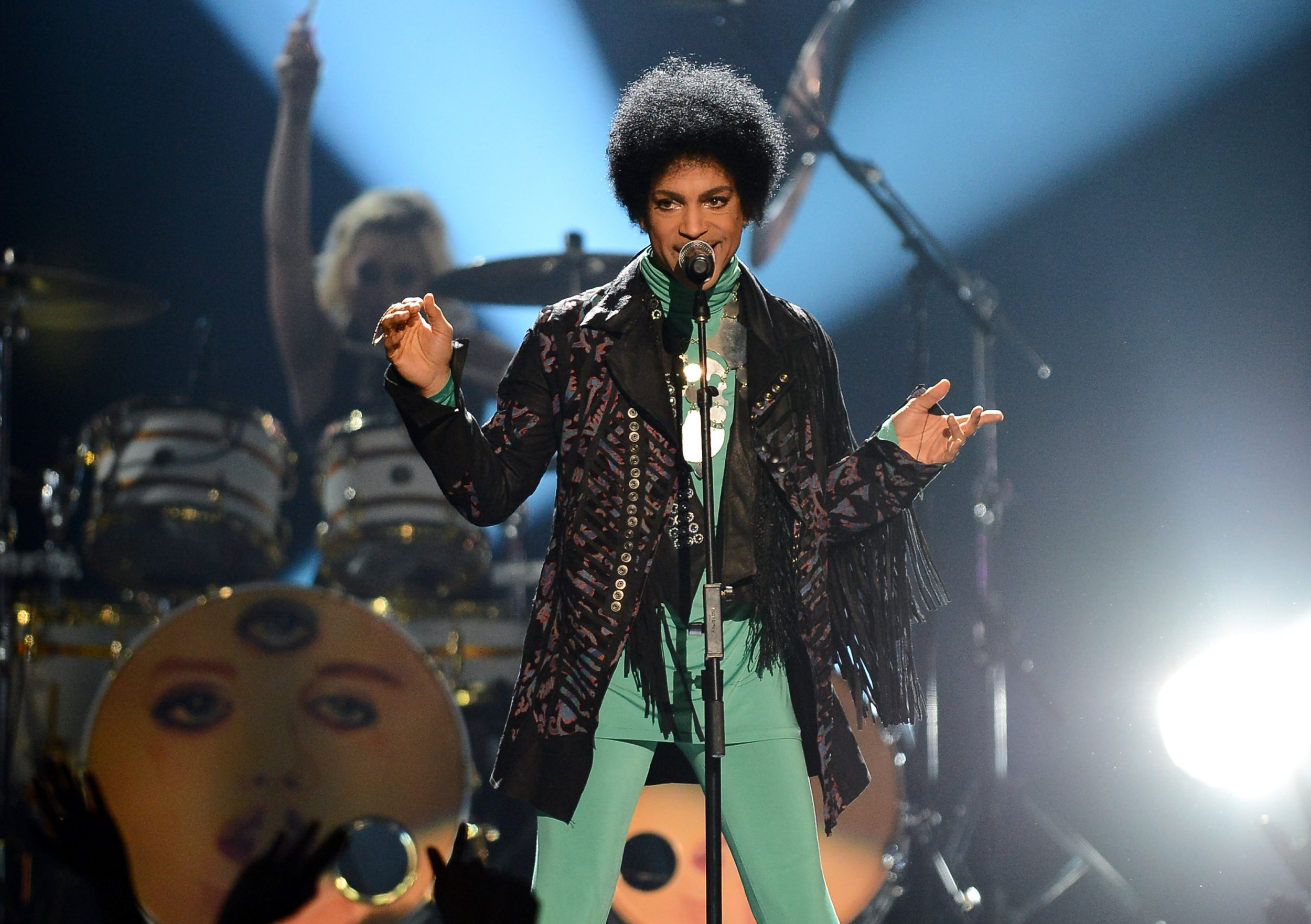 Prince performs at Billboard Awards