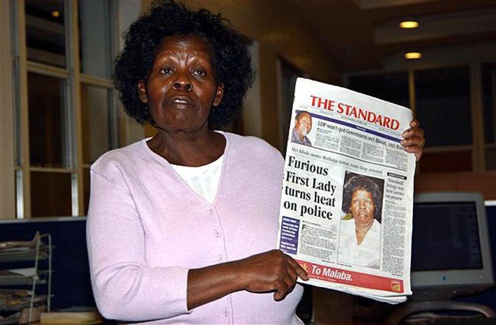 Kibaki storms media offices.