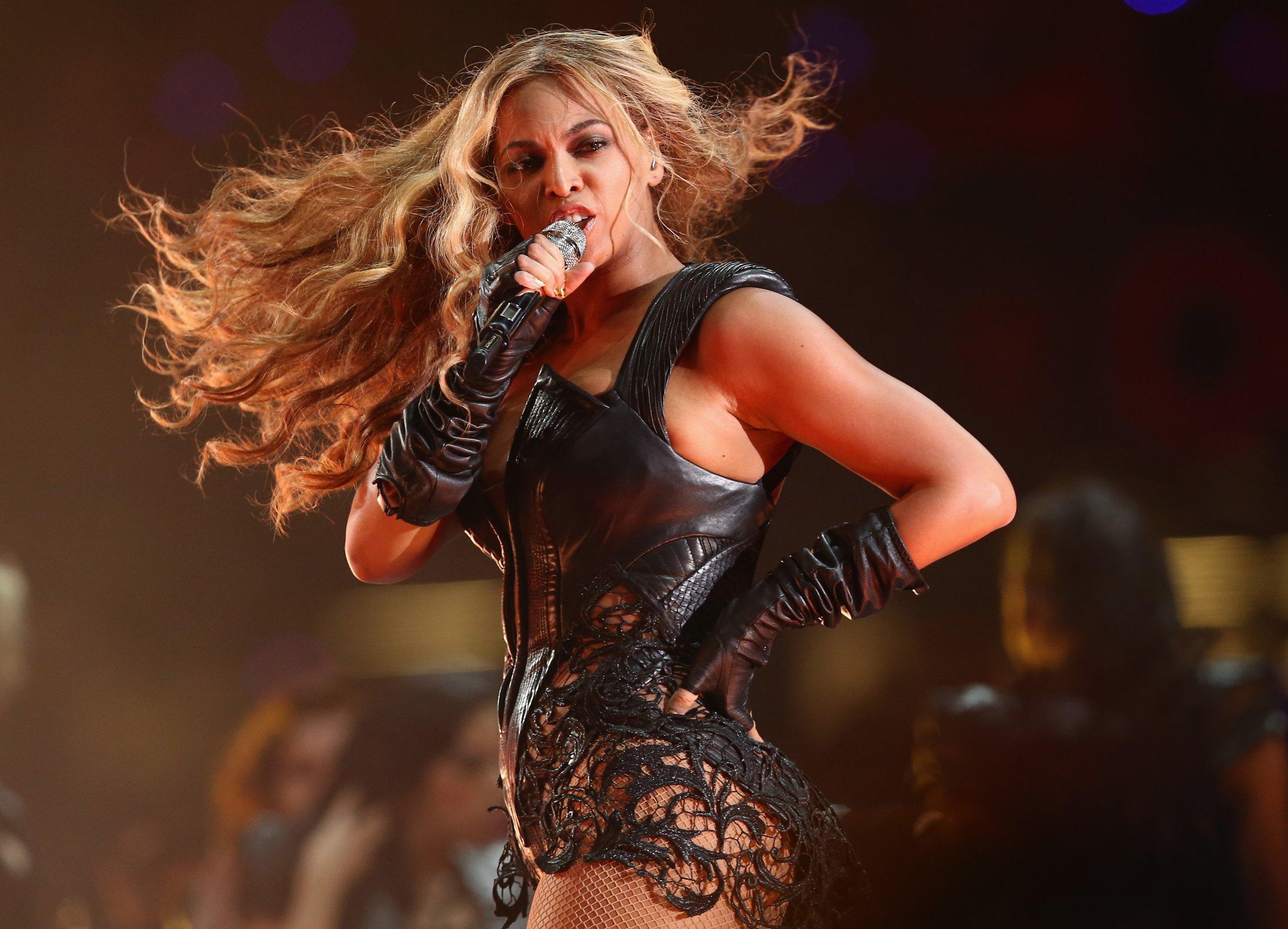 Beyonce at Super Bowl 2013