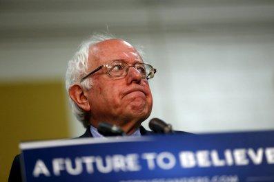 0427_Bernie_Sanders_cuts_staffers_01