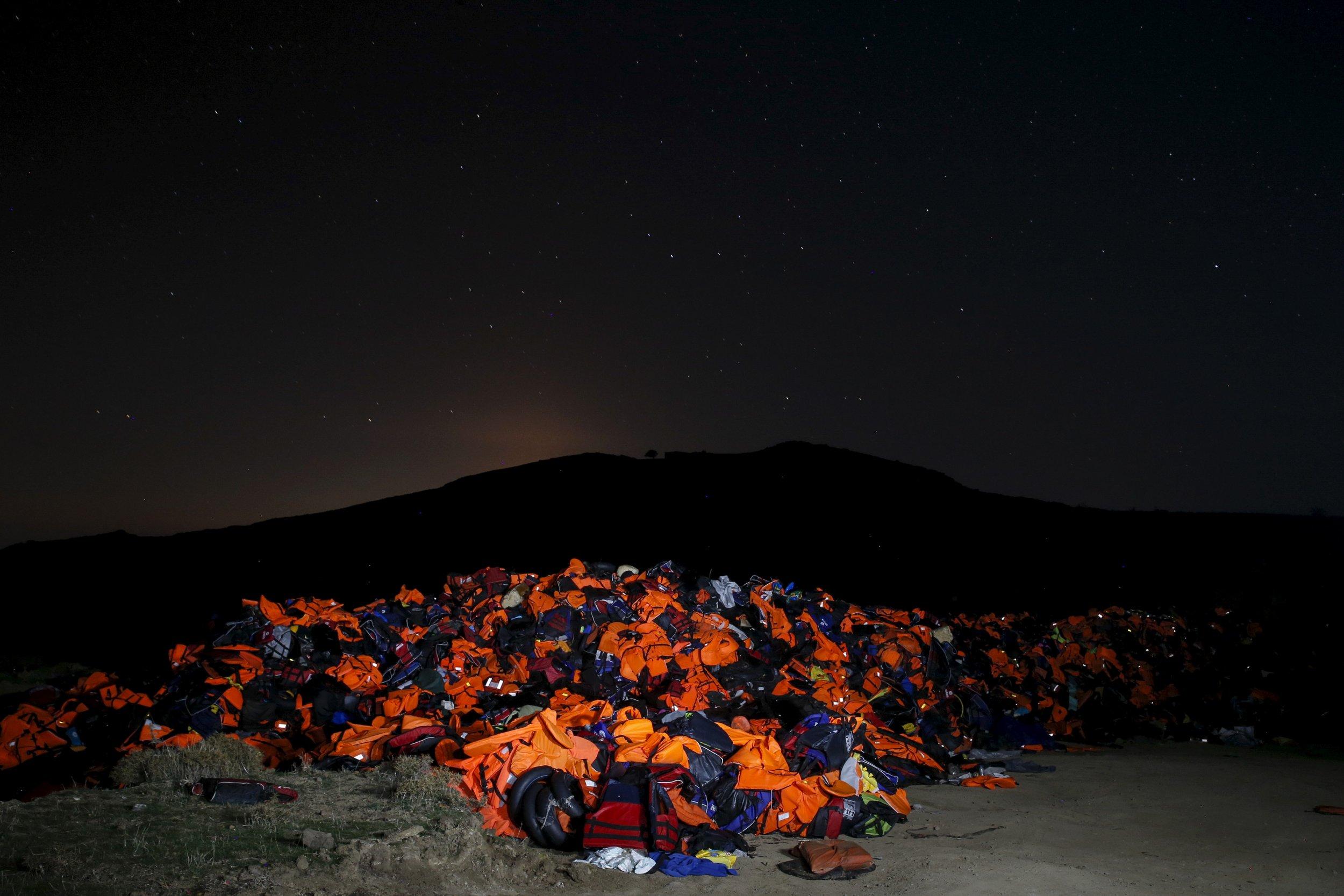 Migrant lifejacket dump RTS670M