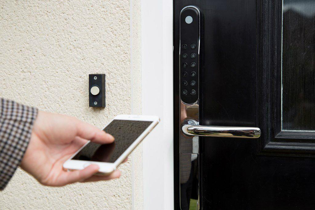 smart home hackers smartphone lock samsung