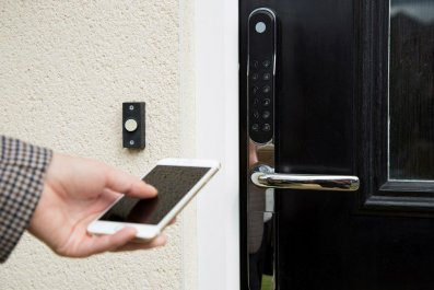 smart home hackers smartphone lock samsung