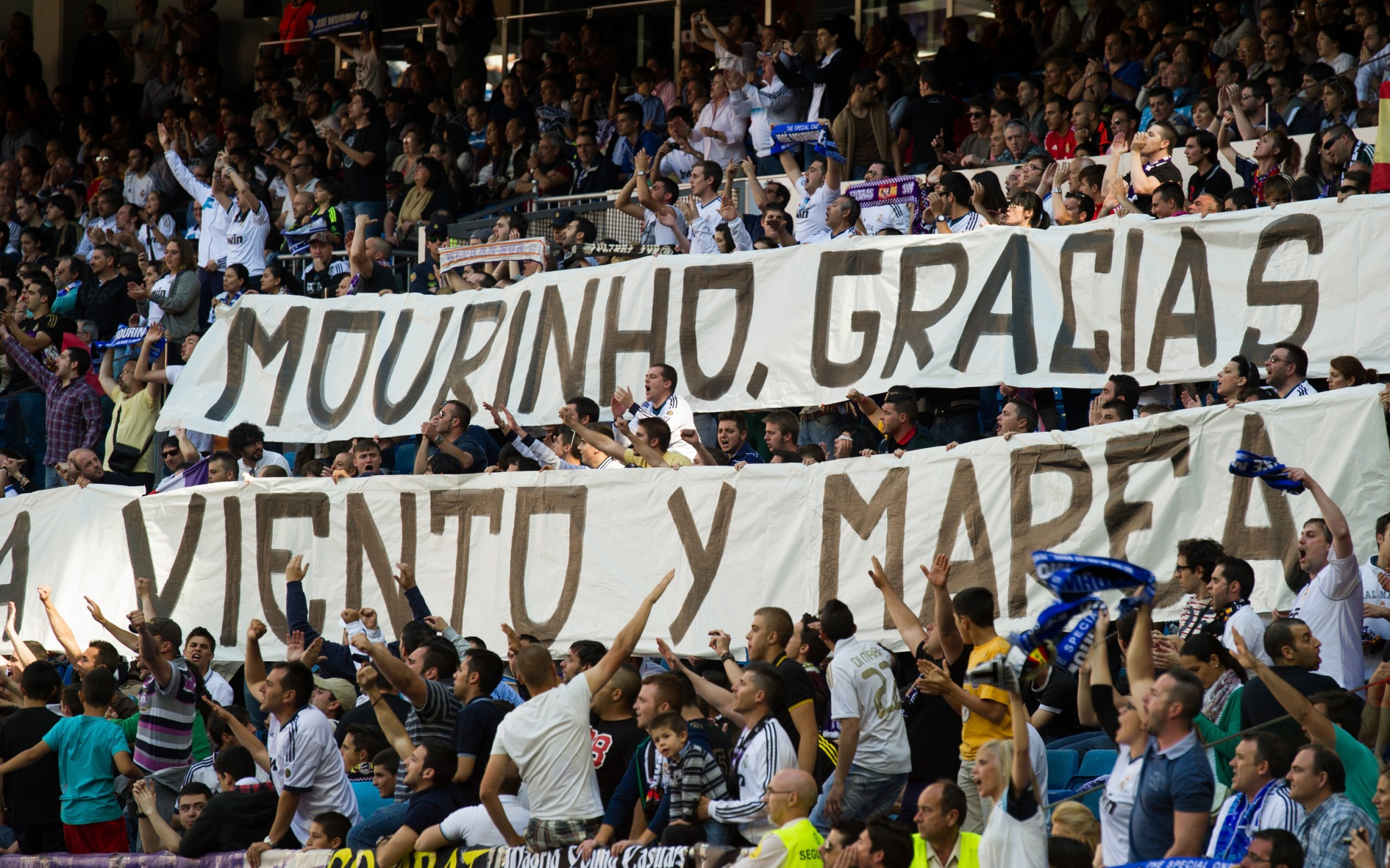 A banner in praise of former Real Madrid head coach Jose Mourinho.