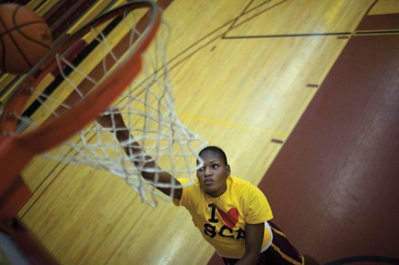 kazadi-om01-basketball-women-second