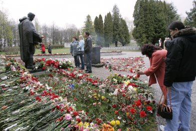 Flowers lay on Red Army monument