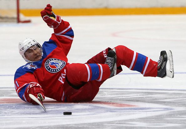 Putin plays hockey