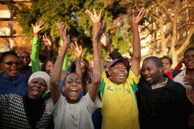 Nelson Mandela supporters sing national anthem.