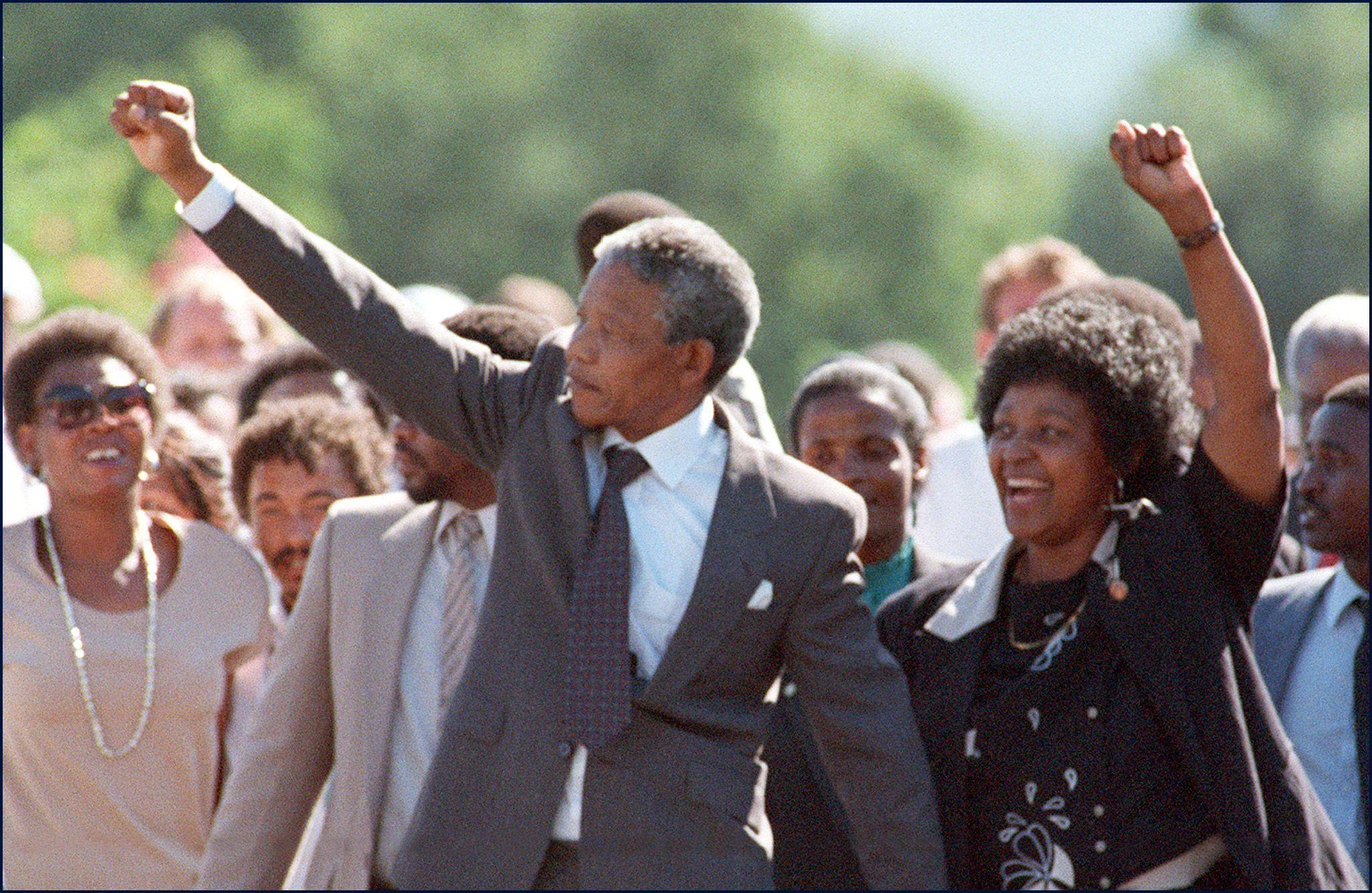 Nelson and Winnie Mandela outside prison